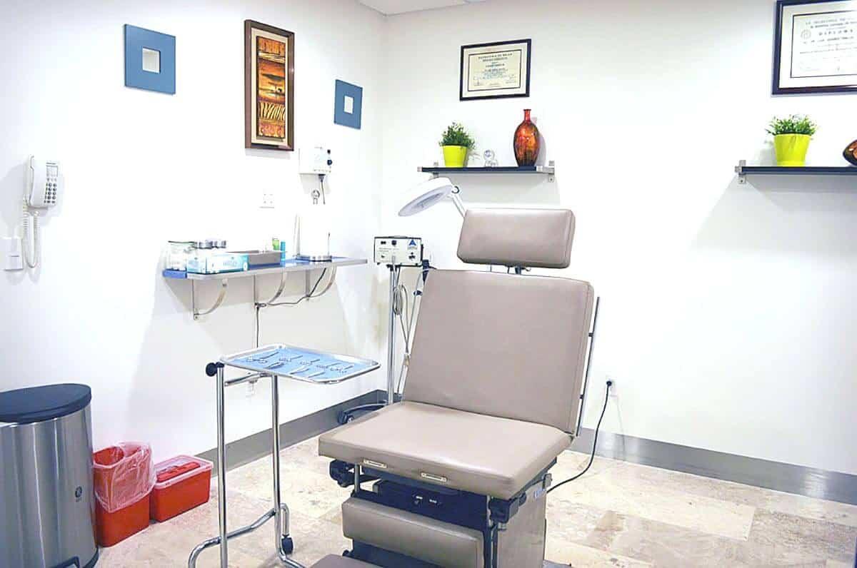 Mexico plastic surgeon consultation room